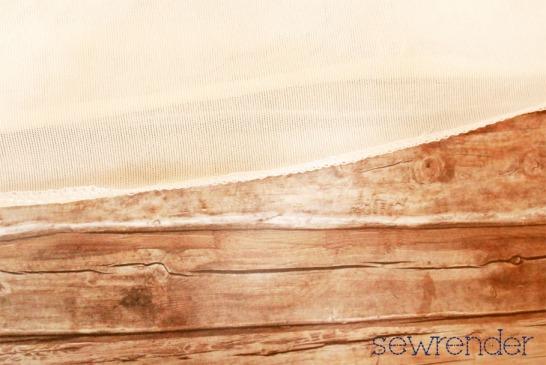 sewrender-Unterrock-selbstgenäht-Detail-Rollsaum